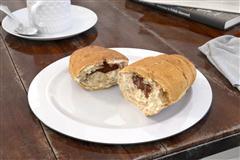 西方餐点 被掰断的面包