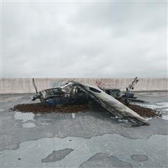 废弃飞机撞毁残骸