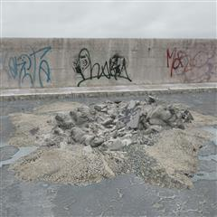 废弃沙石残渣