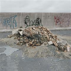 废弃建筑砖石