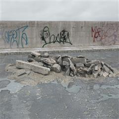 废弃建筑材料 石块 石墩
