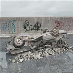废弃汽车 翻车残骸